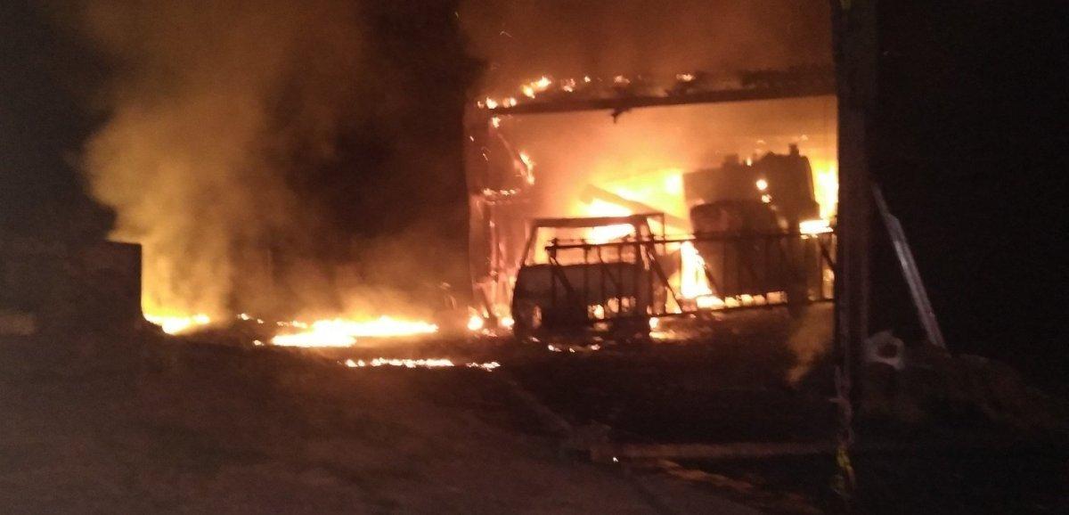 Sud-Manche. Deux bâtiments agricolestouchés parun incendie