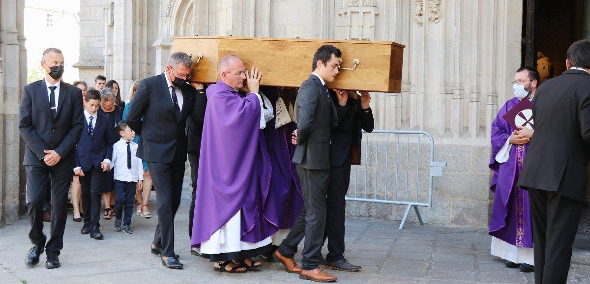 [Vidéo] Alençon. Une foule de fidèles a accompagné le père Mehdi Riffi vers sa dernière demeure