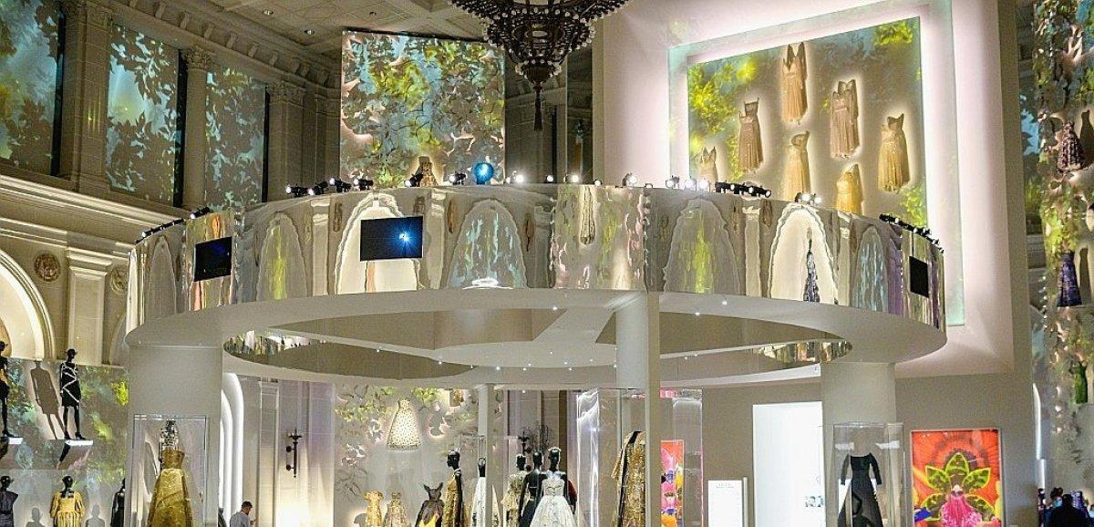 Quand le Brooklyn Museum fait dialoguer Dior avec New York