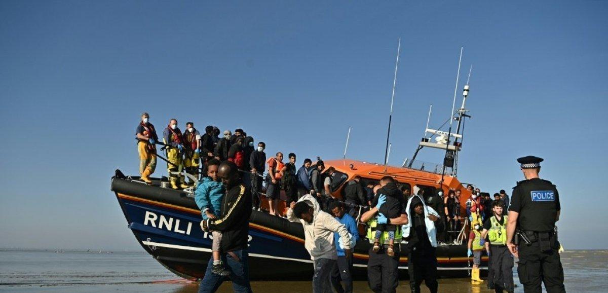Sur les côtes anglaises, les habitants confrontés à des arrivées croissantes de migrants
