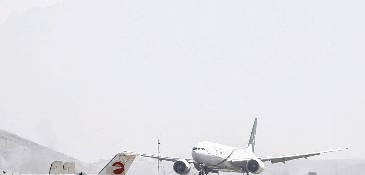 Afghanistan: un vol commercial a atterri à Kaboul, premier signe de normalisation