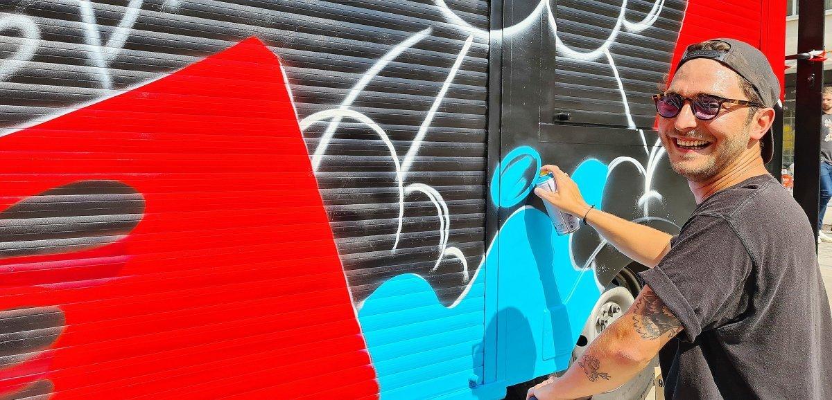 Le street artiste Piotrepeint des fresques, de Caen à Miami