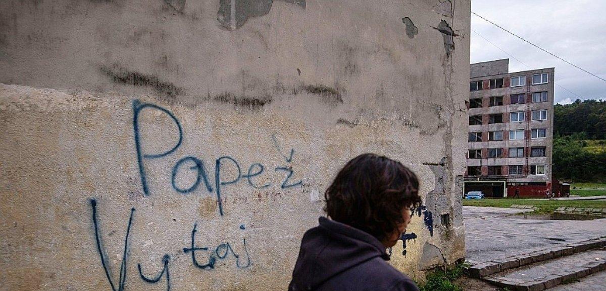 Slovaquie: le pape rencontre les Roms au coeur d'une des régions les plus pauvres d'Europe