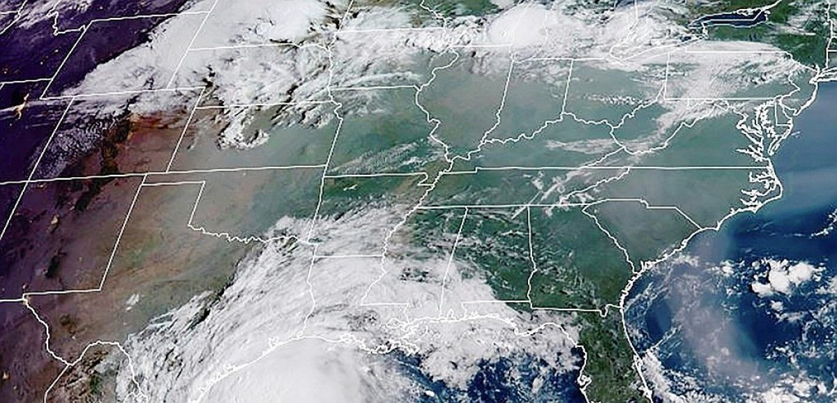 Etats-Unis: l'ouragan Nicholas touche terre au Texas
