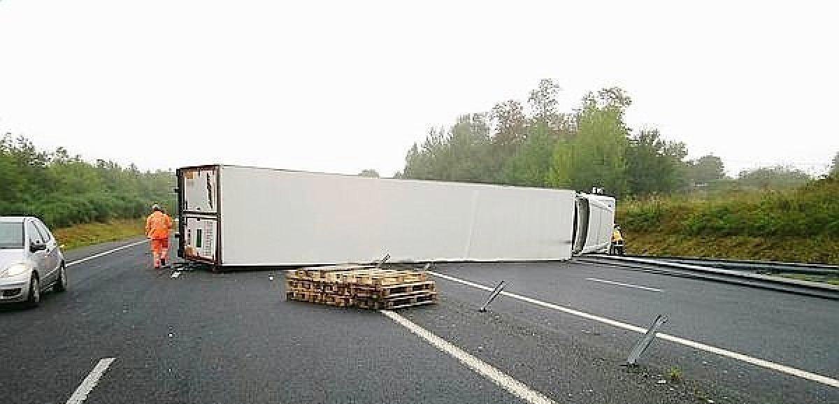 Près de Saint-Lô. La circulation coupée sur la N174 après l'accident d'un poids lourd