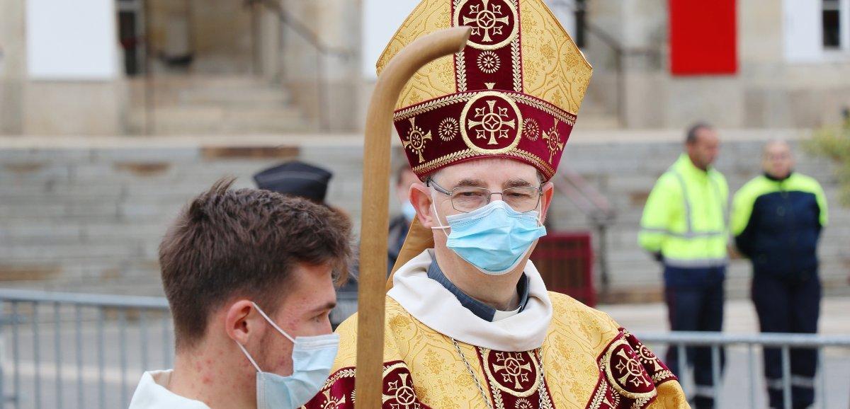 [Photos & Vidéo] Religion. Monseigneur Feillet, nouvel évêque de Sées, installé à la tête du diocèse