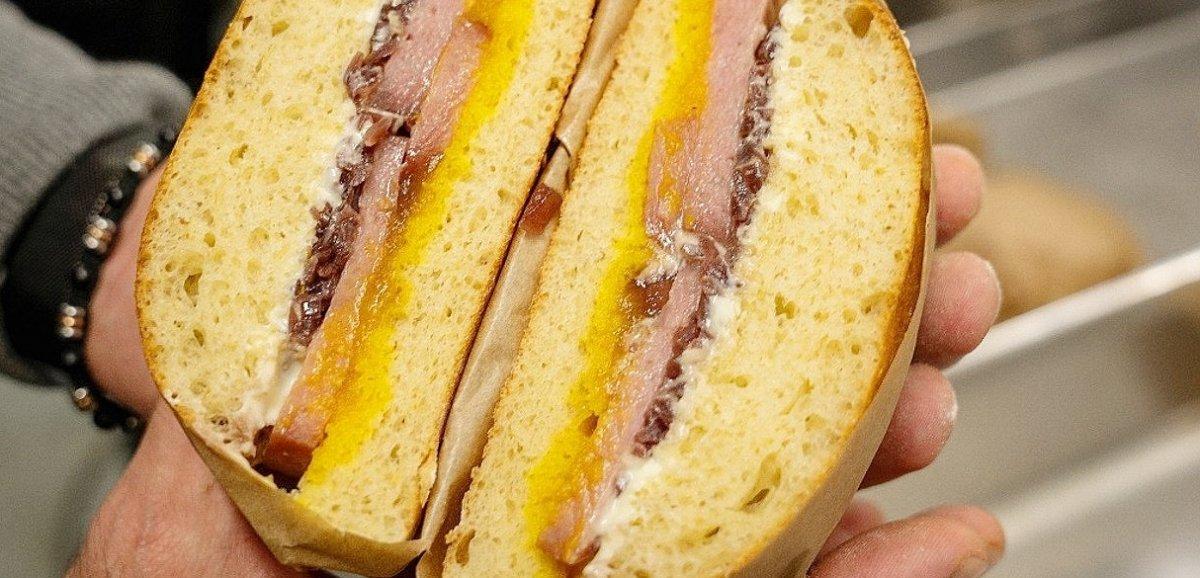 Insolite. Un sandwich Kaamelott vendu au Groupama Stadium à Lyon