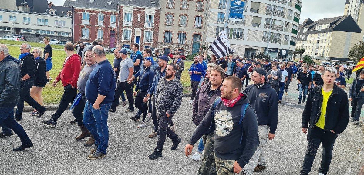 [Photos] Cherbourg. Éolien: plusieurs centaines de pêcheurs mobilisés