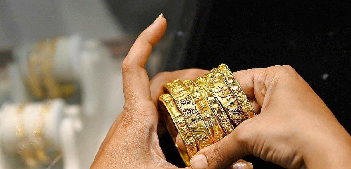 Les Indiens contraints de céder les bijoux en or de famille pour surmonter la crise économique
