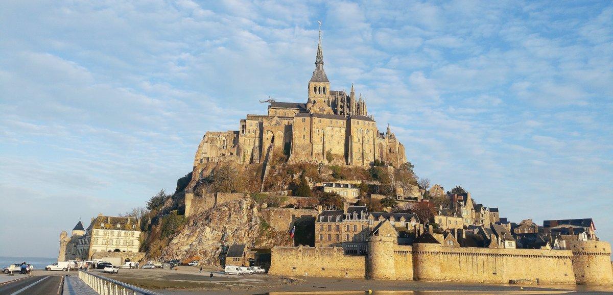 Le Mont-Saint-Michel. Les touristes asiatiques de retour!