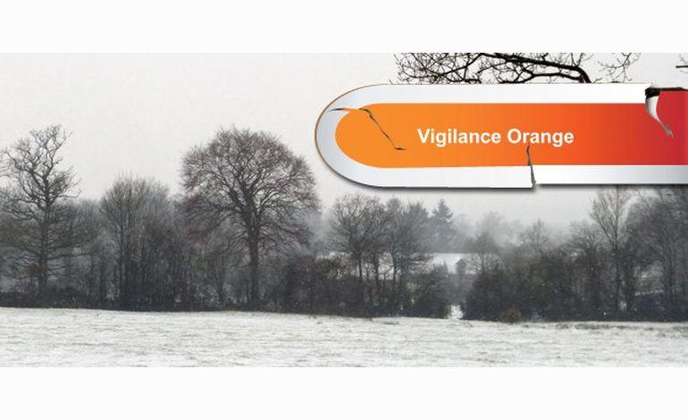 La neige paralyse la Normandie