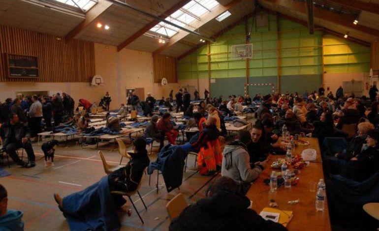 11H45 : 500 personnes bloquées à La Glacerie