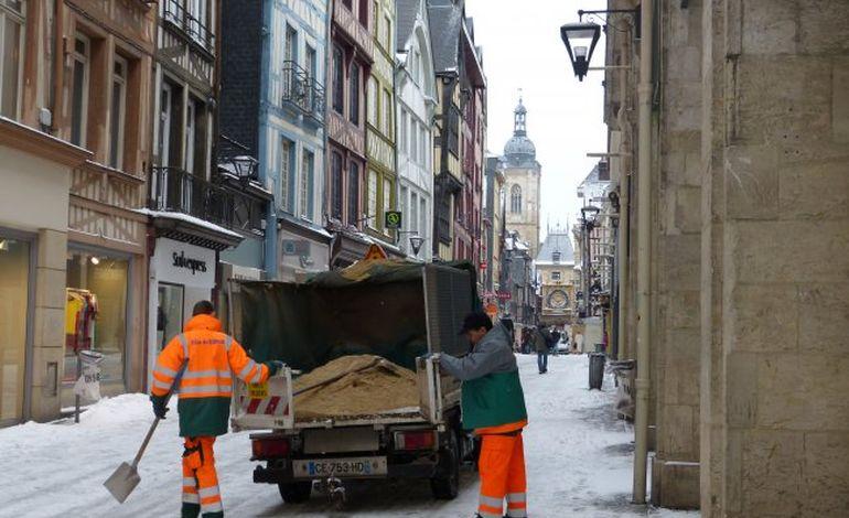 Neige : la Ville de Rouen appelle des renforts