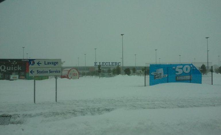 Neige, Leclerc Agneaux est évacué et fermé