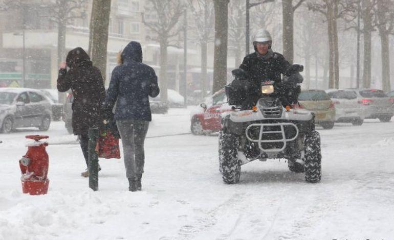 Neige : les photos d'une journée hors normes à Caen