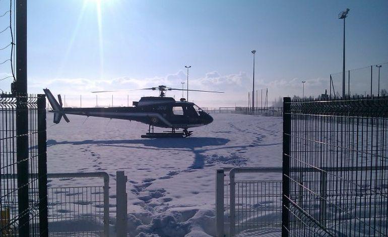 Un hélicoptère de la gendarmerie sur un terrain de foot à Saint-Lô !