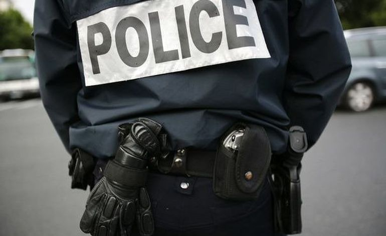 Vols et incendies de scooters à Saint-Lô : cinq jeunes interpellés