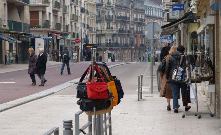 Rouen : la rue du Général Leclerc joue la carte de la diversité