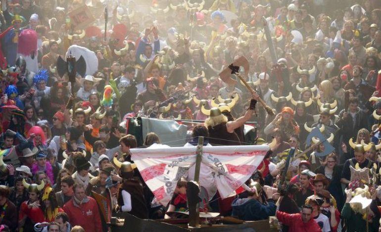 Carnaval : 10 000 étudiants en fête à Caen (photos)