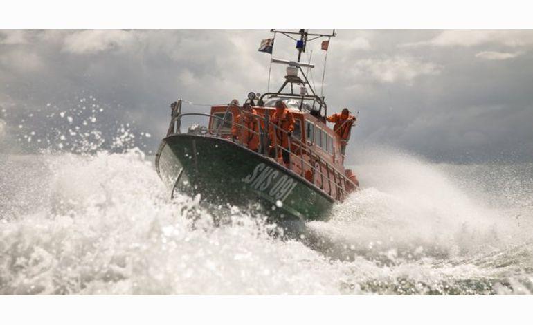 Une goélette avec 17 personnes à bord remorquée vers Ouistreham