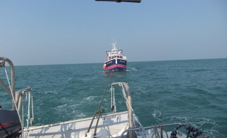 Granville, un navire de pêche victime d'une panne moteur