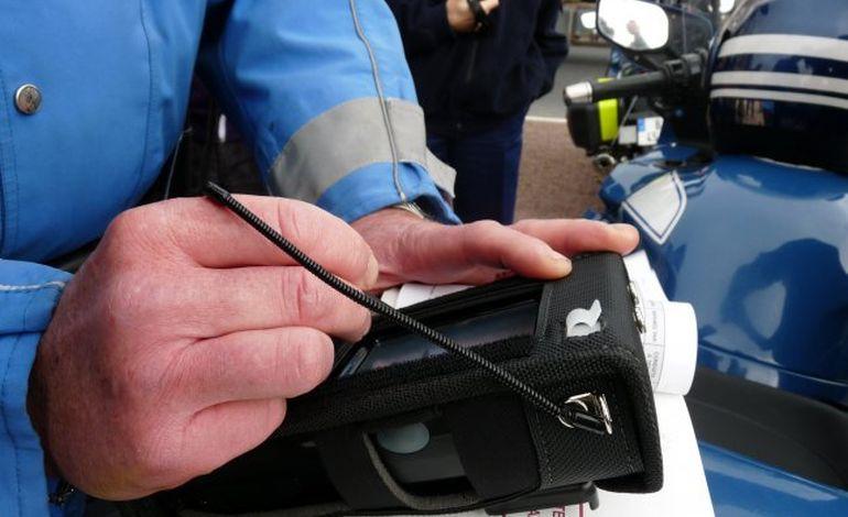Orne : ivre, il percute plusieurs véhicules, dont un de gendarmerie