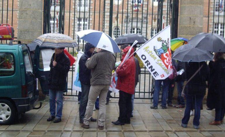 Alençon: manifestation contre l'ANI, sous la pluie