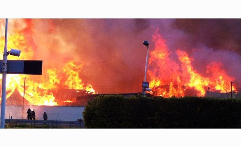 VIDEO - Violent incendie dans l'usine Blanchet d'Avranches