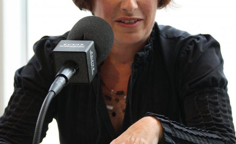 La députée Isabelle Attard est à Bayeux, au Brésil !