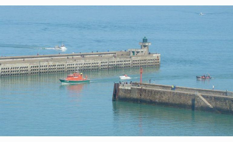 Un homme tombé à la mer au large de Dieppe sauvé de justesse