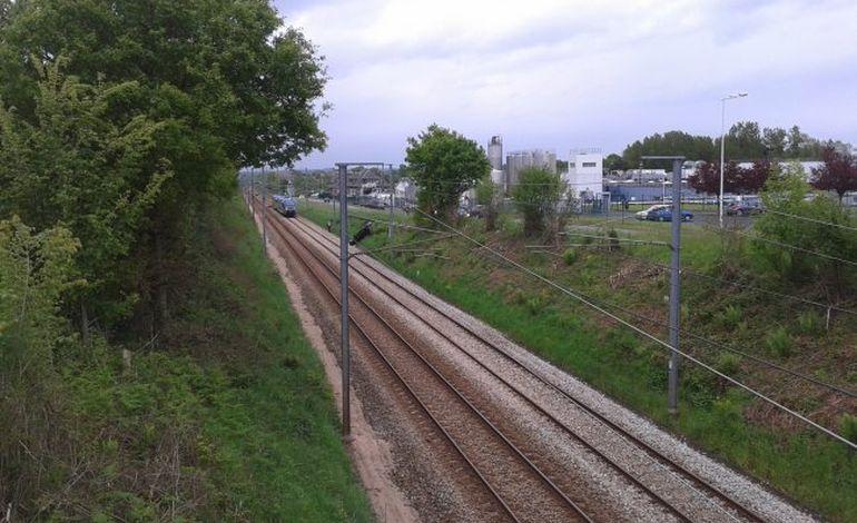 Caen-Cherbourg : une voiture chute au pied de la voie ferrée !