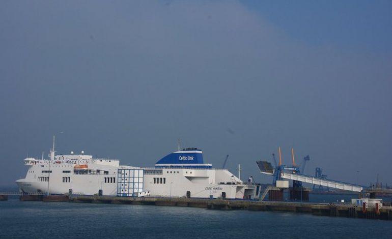 Des navettes gratuites aux pieds des ferries à Cherbourg
