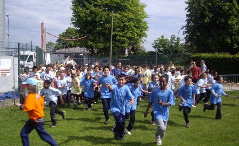 Mini-hand : plus de 1600 scolaires réunis à Alençon