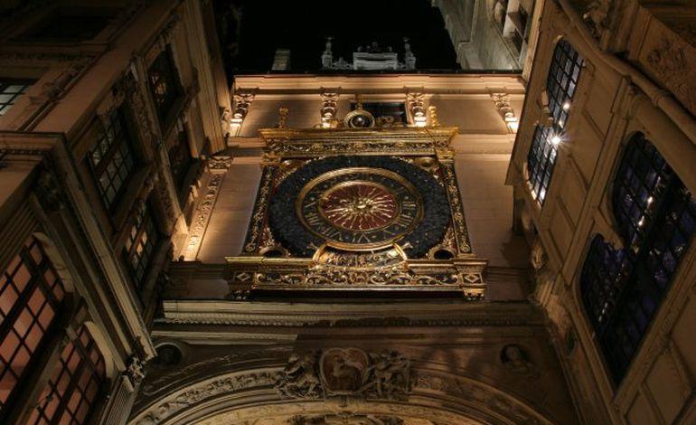 Armada : le Gros Horloge, c'est si beau la nuit