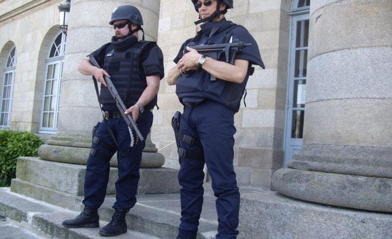 Déploiement de forces pour le transfert d'un détenu au tribunal d'Alençon