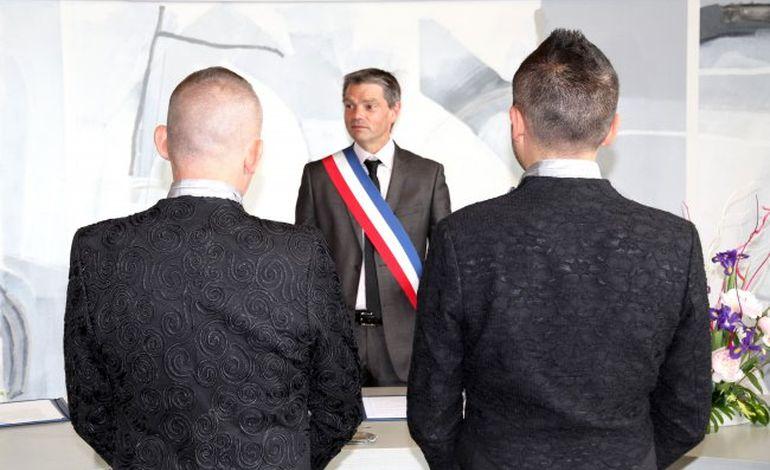Le premier mariage gay célébré à Hérouville samedi 8 juin