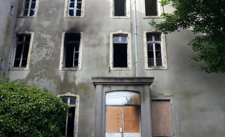Cherbourg : incendie à l'ancienne école des beaux arts (PHOTOS)