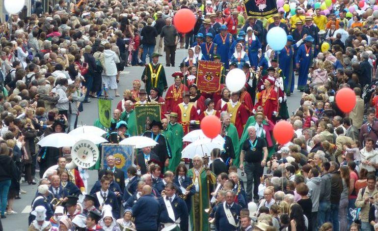 Armada de Rouen : les photos du grand défilé des marins