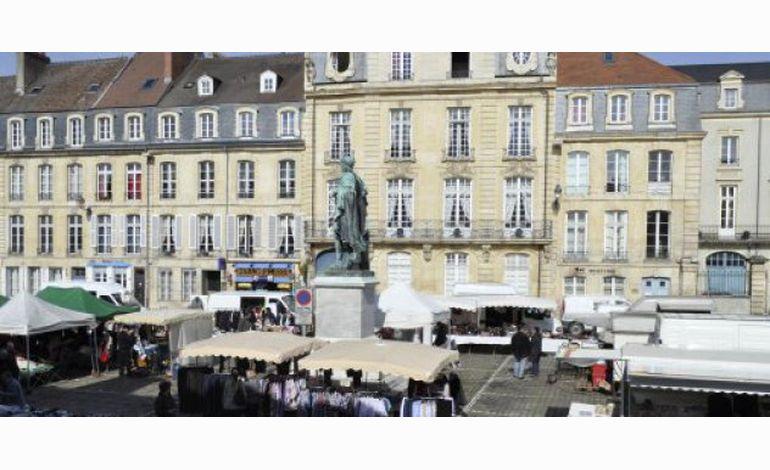 Saint-Sauveur : le piédestal de Louis XIV a retrouvé sa place !