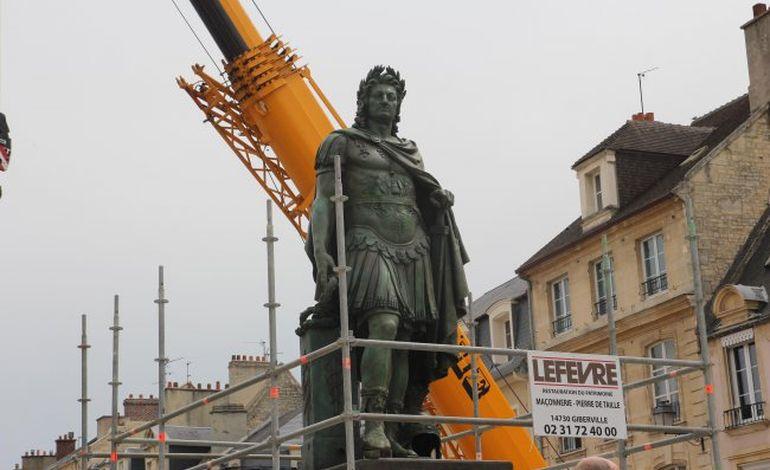 La place Saint-Sauveur retrouve son roi