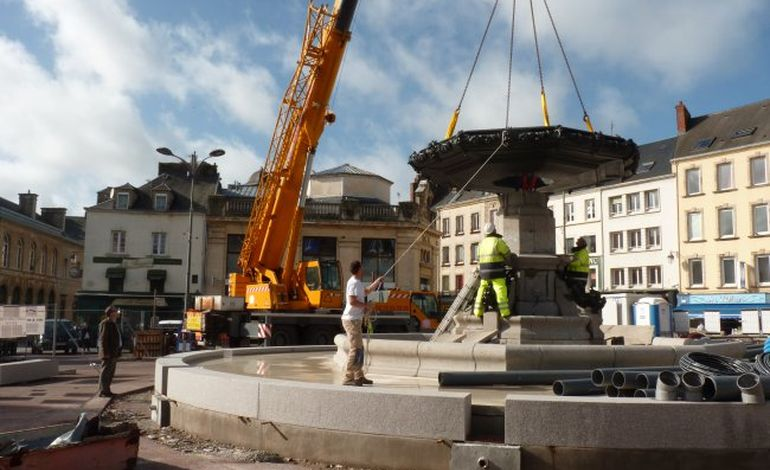 Cherbourg : la fontaine Mouchel retrouve sa vasque (VIDEO)