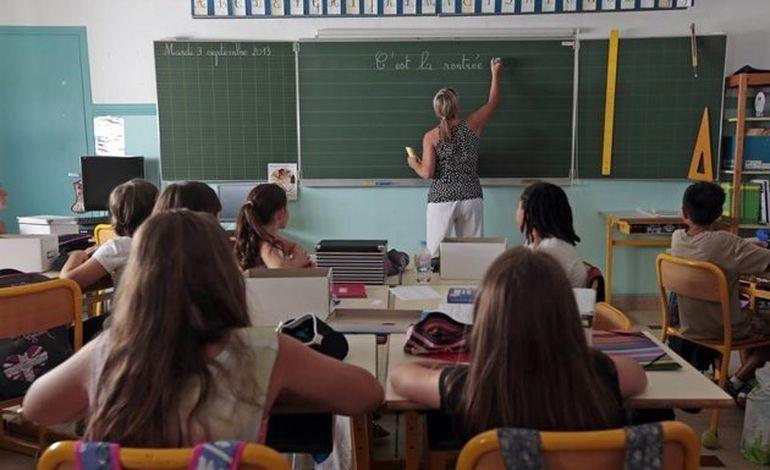 50484. Carte scolaire : les parents d'élèves organisent un barrage filtrant à Saint-Hillaire-du-Harcouët