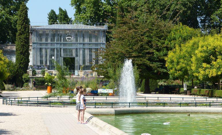Une exposition pic e au jardin des plantes de rouen for Au jardin des plantes poem