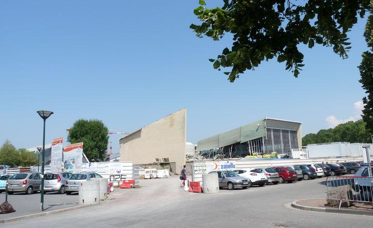 Stade nautique de caen une d construction bien entam e - Piscine stade nautique caen ...