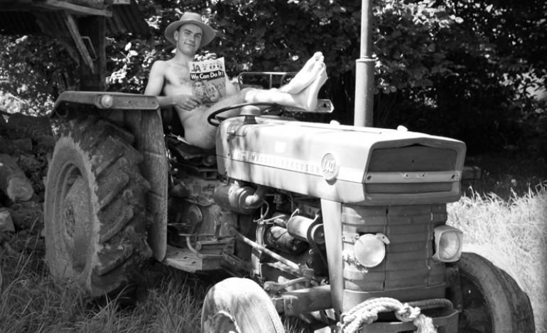 Les jeunes agriculteurs de la Manche posent nus pour le calendrier 2015