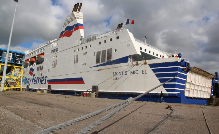 brittany ferries hier soir le bateau est rest quai ouistreham. Black Bedroom Furniture Sets. Home Design Ideas