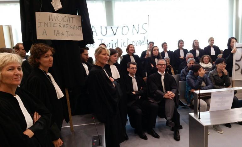 Les avocats votent la grève totale et illimitée