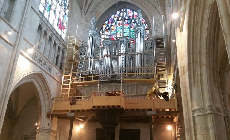 Le nouvel orgue de la basilique d'Alençon est monté