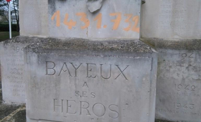 Un monument aux morts tagué à Bayeux