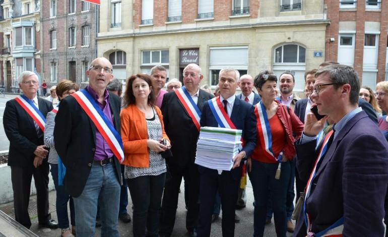 Nouvelle ligne Paris-Normandie : 3200 signatures remises à la SNCF pour préserver le tronçon Rouen-Yvetot